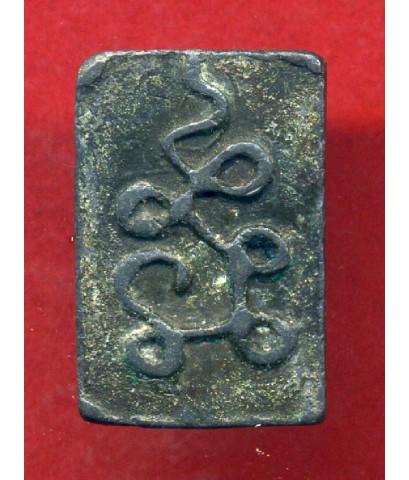 พระหลวงปู่ศุข วัดปากคลองมะขามเฒ่า พิมพ์สมาธิ ซุ้มประภามณฑล ข้างรัศมี ฐานบัว หลังยันต์นูน นิยม เนื้อช