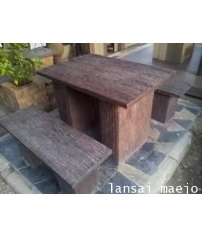 ชุดโต๊ะเหลี่ยมเล็กลายไม้