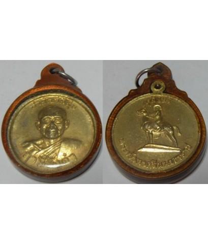 เหรียญหลวงพ่อฤษีลิงดำ หลังสมเด็จพระเจ้าตากสิน รุ่นสามัคคีมีสุข  เนื้อแดงกะไหล่ืทอง