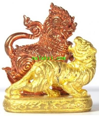 รูปหล่อ สิงห์ป้อนเหยื่อ  รุ่น สร้างบารมี พระอธิการใจ วัดพระยาญาติ