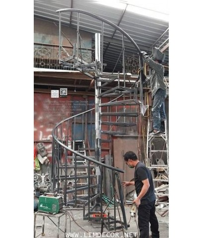 LD–B1281 บันไดวนเหล็ก พื้นไม้ระแนง สวนสนุกนครราชสีมา Metal Steel Winder Railing I Staircase +Wood