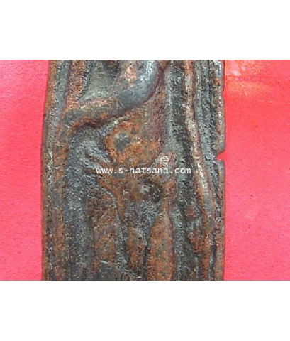 พระร่วง หลังรางปืน  เนื้อชินตะกั่ว สนิมออกแดงแบบลูกหว้า ไขขาวออกเป็นจุด