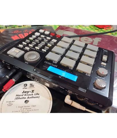 AKAI MPC500 เครื่องแซมป์ทำเพลงได้ในตัวเดียว มีเสียงในตัว กระทัดรัดพกพาสะดวก แถมเมม2GB