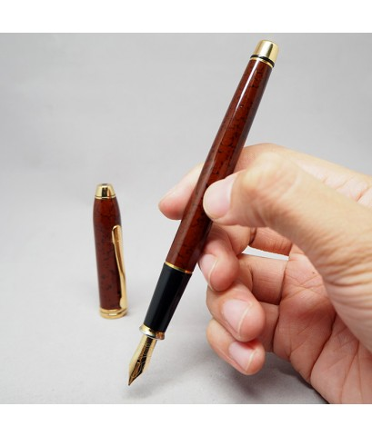 ปากกาหมึกซึม CROSS Townsend CARDINAL Red Lacquer ขนาดใหญ่พิเศษ ปลายปากเขียนไซร์ M เป็นทอง 14k solid