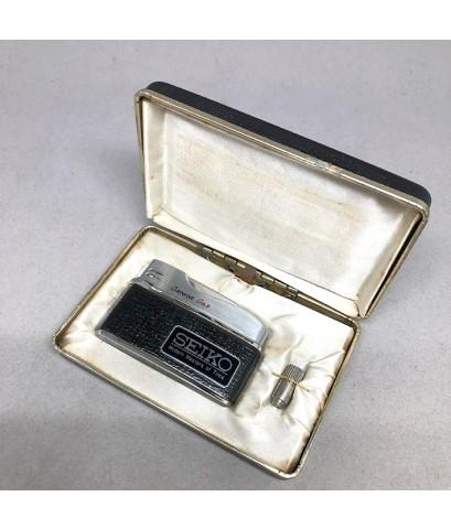 SEIKO Lighter vintage 1960 Mondern of time ใช้อัดแก๊ส วัสดุตัวเรือนโลหะเงาขัดลาย หุ้มหนังดำ มาครบเซ็