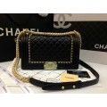 Chanel  boy flap bag aged calfskin GHW Top mirror image สีดำโซ่ทองค่ะ 9.8 นิ้ว