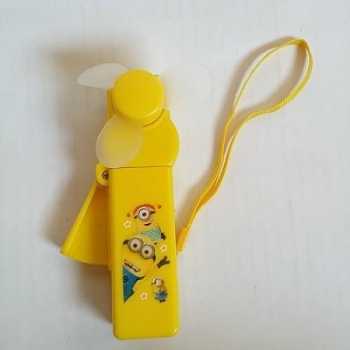 พัดลมพก มิเนียน Minion (Despicable Me) มีสายคล้องมือ คล้องกระเป๋าได้ค่ะ ไม่ใช้ถ่าน กดด้างข้างเพื่อให