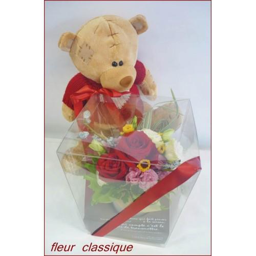 ดอกไม้ในกล่องพร้อมหมี