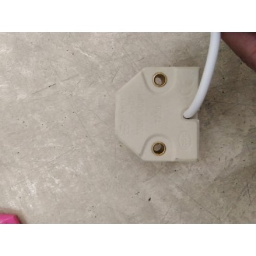 LAMP HOLDER SOCKET BASE FC2 ราคา 470 บาท