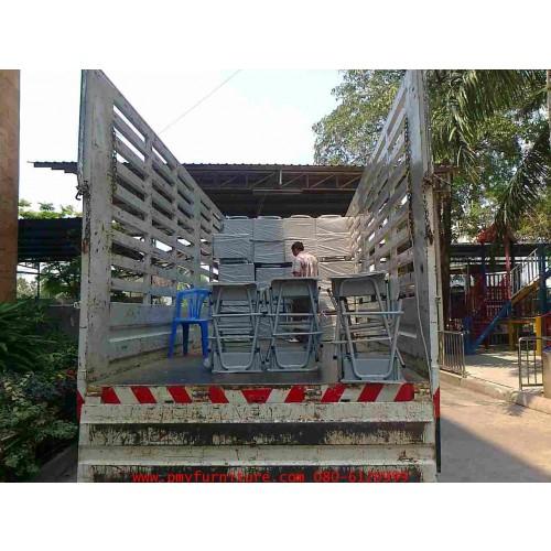 ภาพการลงสินค้าให้กับโรงเรียนกสิณธรเซนต์ปีเตอร์ จ.นนทบุรี รอบที่ 2 จำนวน 425 ชุด