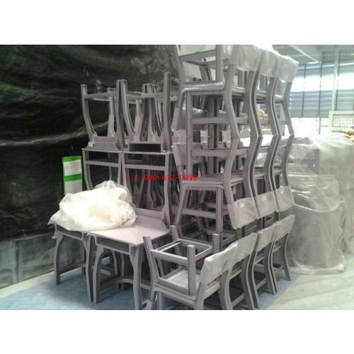 10-4-56 ส่งโต๊ะนักเรียนพลาสติกทั้งตัว 251 ชุด โรงเรียนเทศบาล1 แหลมฉบัง จ.ชลบุรี