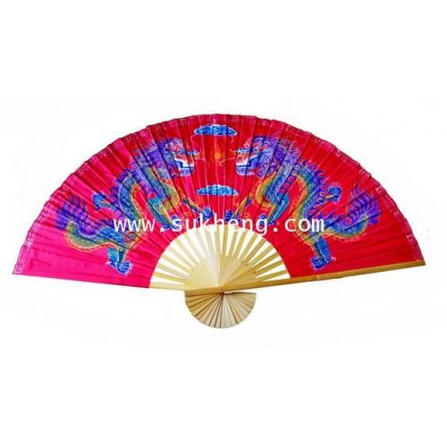 พัดด้ามไม้ไผ่ผ้าลายมังกร ขนาด 150 เซนติเมตร